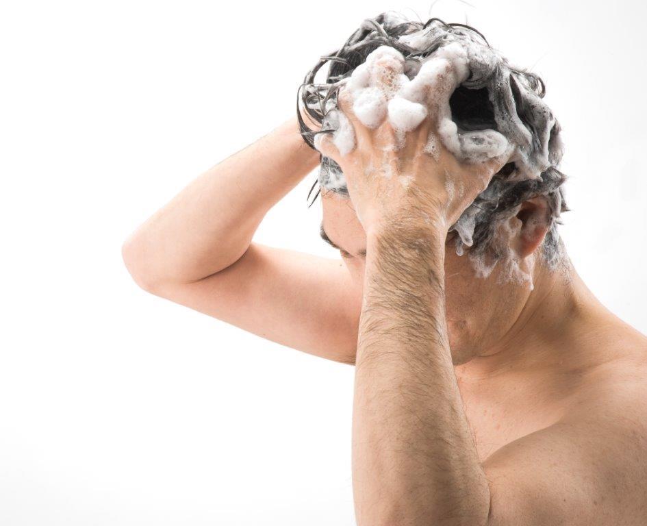 5本の指でマッサージしながら洗う